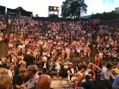 Попасть на ежегодный Театральный фестиваль в Авиньоне
