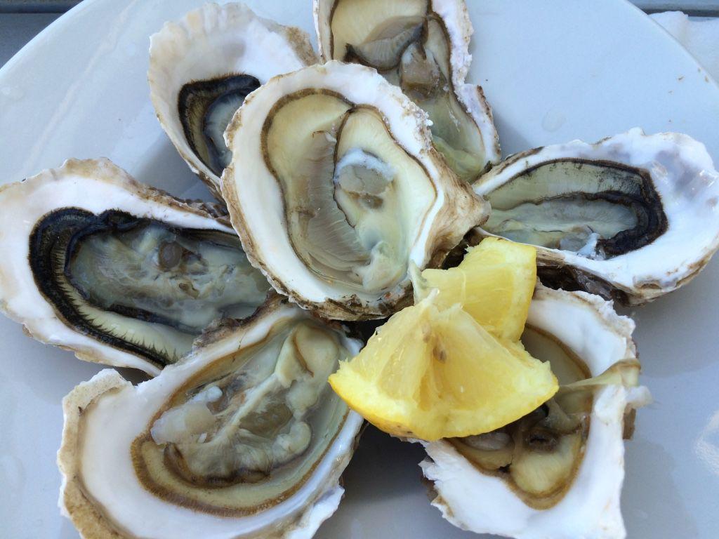 Сезон  зимних деликатесов (устриц, морских ежей и трюфелей)