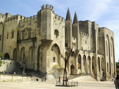 Посетить резиденцию главных католических епископов 14 века