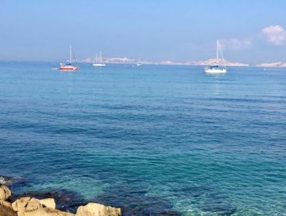 Полюбоваться пронзительно голубым небом Прованса