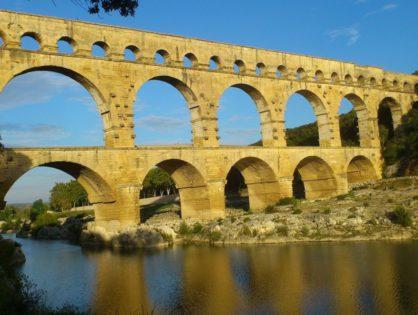 Прогуляться по древнеримскому мосту, которому более 2 тыс лет
